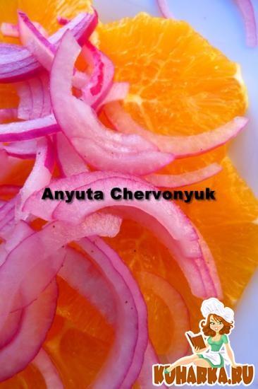 Рецепт Апельсиновый салат с красным луком.