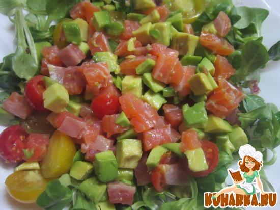 Рецепт Салат с авокадо и малосоленой семгой