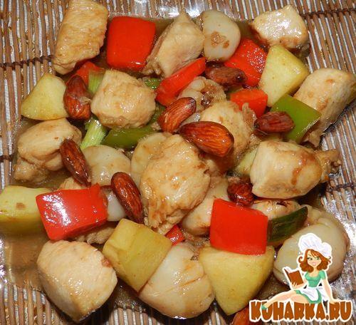 Рецепт Кисло-сладкая курица с личи и миндалем