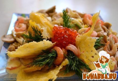 Рецепт Салат с морским коктейлем и сырными чипсами