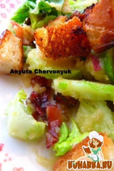 Рецепт Салат «Панцанелла» с беконом и брюсcельской капустой.