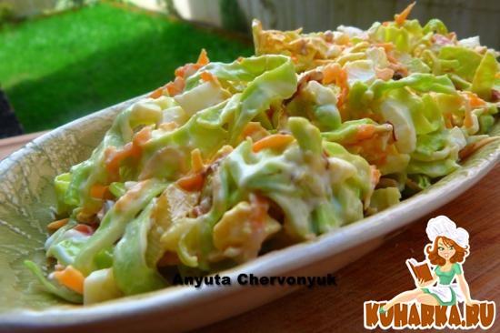 Рецепт Капустный салат с копчёной рыбой.