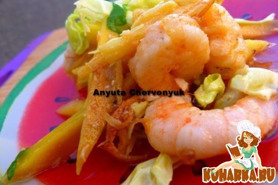 Рецепт Вьетнамский тёплый салат с манго и креветками.