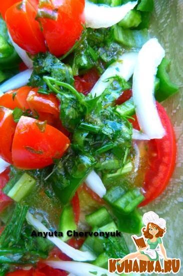 Рецепт Помидорный салат с луком и перцем и цитрусовой сальсой.
