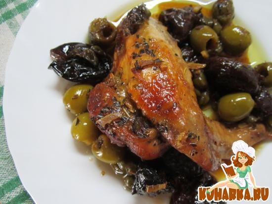 Рецепт Курица, запеченная с черносливом, оливками и каперсами.