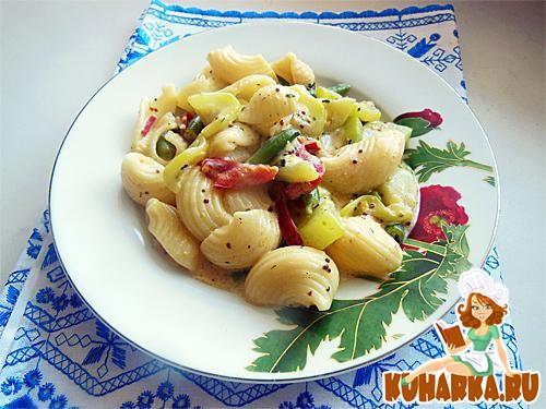 Рецепт Макароны с овощами в горчично-сырном соусе