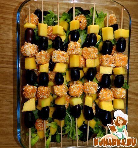 Рецепт Салат с манго и овечьим сыром в панировке