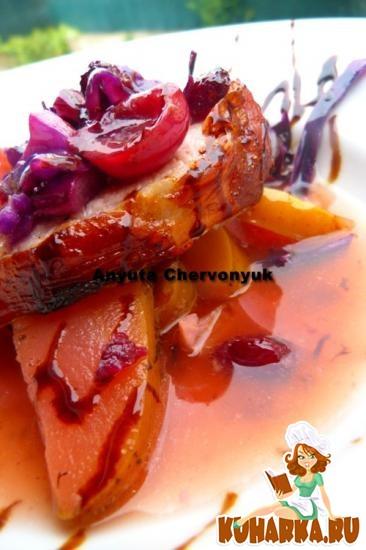Рецепт Свинина с фенхелем, луком и яблоками.