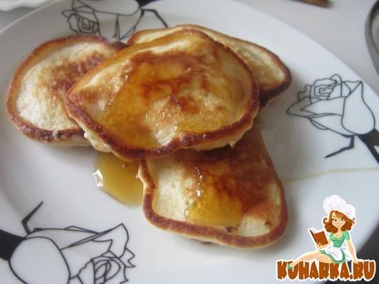 Рецепт Пышные оладьи на кефире с яблоками