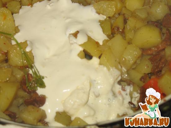 Рецепт Картошка, тушенная с лисичками и сметаной