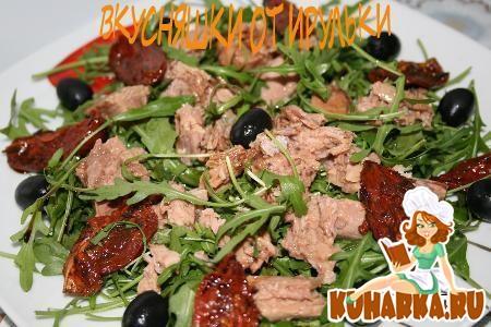 Рецепт Салат из тунца с рукколой