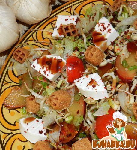 Рецепт Салат с проросшей фасолью,овечьим сыром и сливами