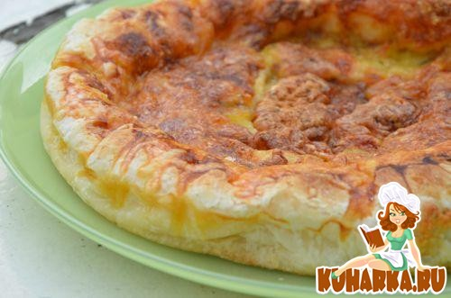 Рецепт Пирог из слоеного теста с тремя сырами