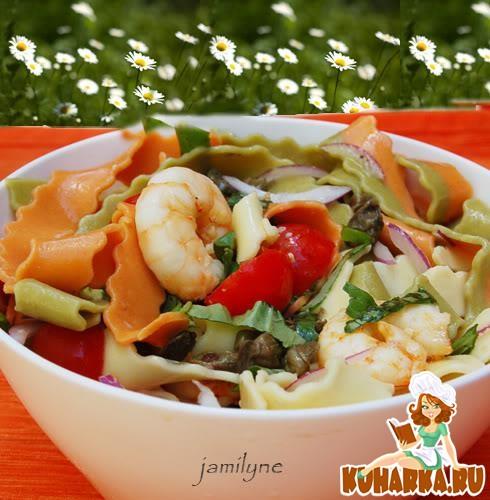 Рецепт Салат с волнистой пастой и чесночными креветками