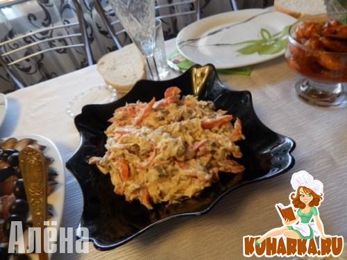 Рецепт Салат из курицы с грибами и сыром