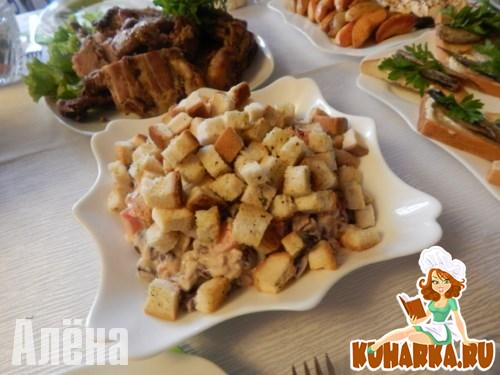 Рецепт Салат с помидорами и сухариками – вариант с фасолью