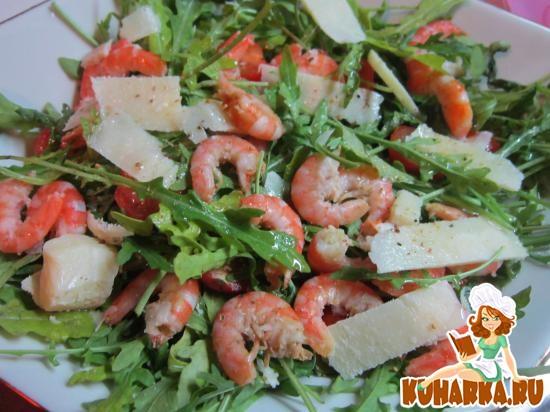 Рецепт Салат с королевскими креветками и рукколой