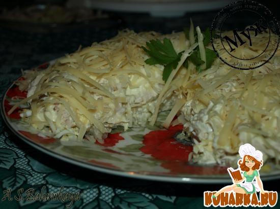 Рецепт Сырный салат с белыми грибами и курицей