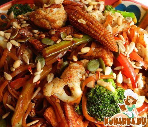 Рецепт Нудлес по-китайски с курицей и овощами