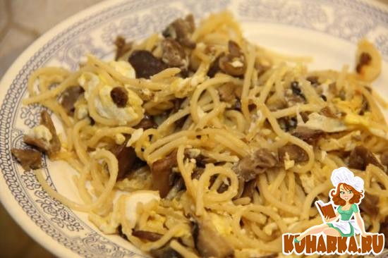 Рецепт Макароны с грибами и яйцом