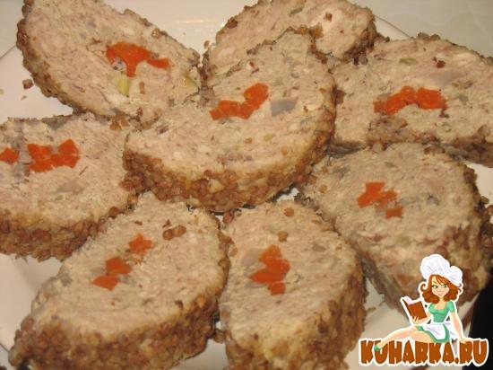 Рецепт Рулет из отварного мяса (курицы) с морковью и гречкой