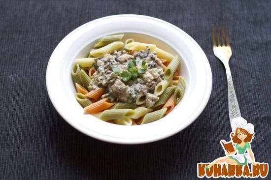 Рецепт Пенне триколор с курицей в сливочно-грибном соусе