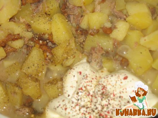 Рецепт Картошка тушеная с лисичками и отварным мясом в сметанном соусе