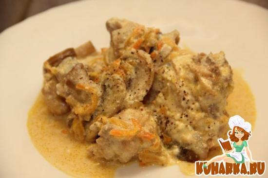 Рецепт Кролик тушенный в сметане и грибами