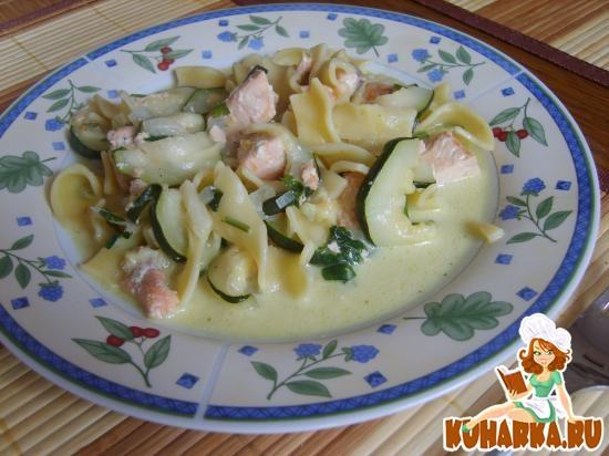 Рецепт Макароны с семгой и цуккини соусе (Bandnudel mit Zuccini-Lachs-Sosse)