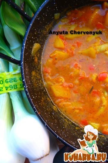 Рецепт Картофель с кальмарами в соусе.