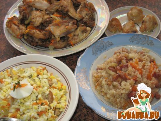 Рецепт Пять блюд из 2 кг куриного набора для бульона: Салат яичный с морковью и шкварками. Суп. Рагу. Плов. Рулетики из шкурки с мясом и овощами.