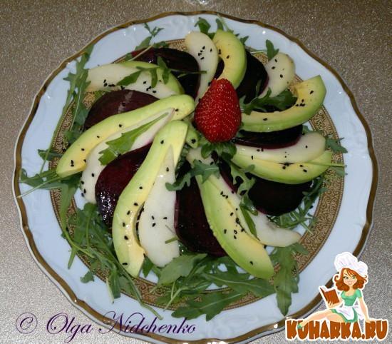 Рецепт Салат из авокадо с грушей и свеклой