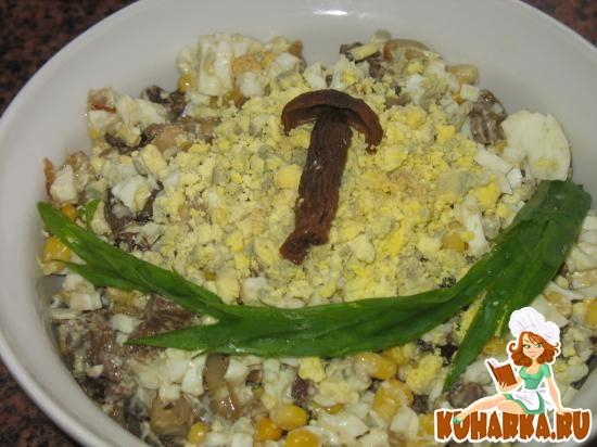 Рецепт Салат яичный с грибами и кукурузой