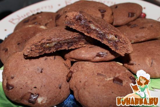 Рецепт Мягкие шоколадные печенья с карамелью (Soft-baked chocolate-caramel cookies)