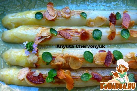 Рецепт Спаржа с миндалем и тимьяном.