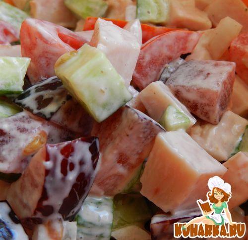 Рецепт Салат с ветчиной и сливами