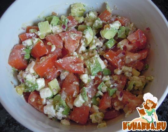 Рецепт Салат из помидоров, авокадо и фета