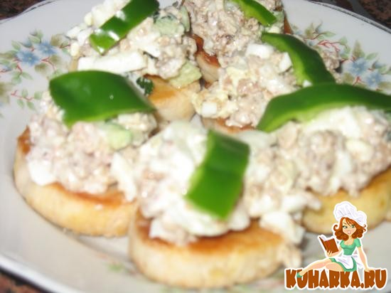 Рецепт Салат с тунцом на несладком печенье