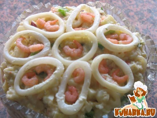 Рецепт Салат рисовый с кальмарами, креветками, ананасом, яблоком и сырыми овощами