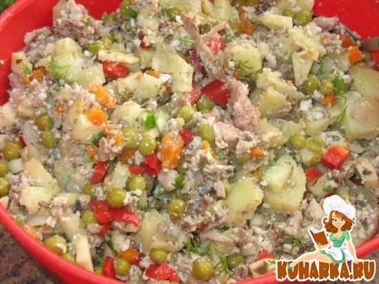 Рецепт Салат «Оливье» со свежими овощами и грибной заправкой
