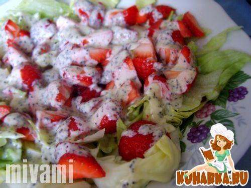 Рецепт Салат с листьями салата и клубникой