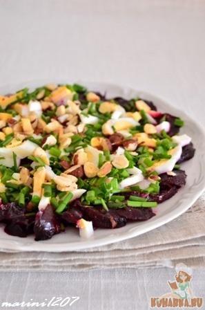 Рецепт Свекольный салат с яйцами и заправкой из хрена