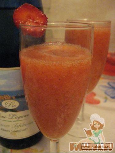Рецепт Напиток из клубники или черешни с сухим белым вином