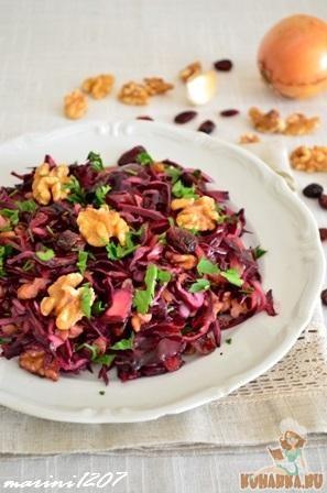 Рецепт Салат из краснокочанной капусты с клюквой и орехами