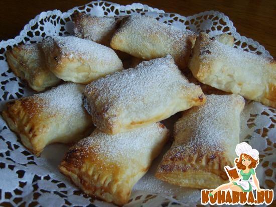 Рецепт Супер быстрые пирожки из слоенного теста с творогом и вареньем-Schnelle Quarktaschen aus Bletterteig