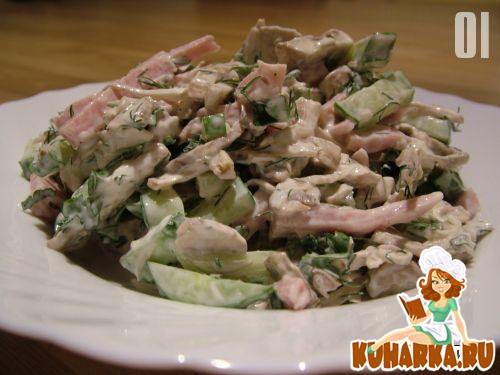 Рецепт Салат с ветчиной и шампиньонами