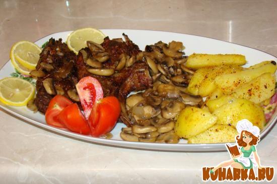 Рецепт Свиные ребрышки глазированные с грибами и картошкой