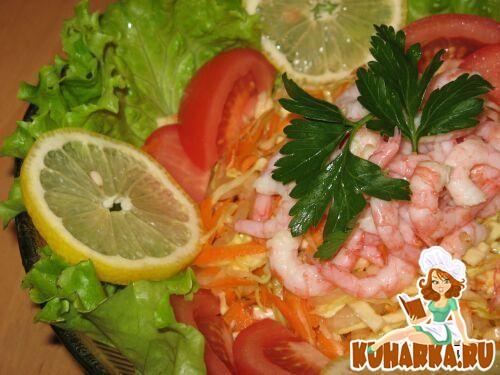 Рецепт Пестрый осенний салат с креветками.