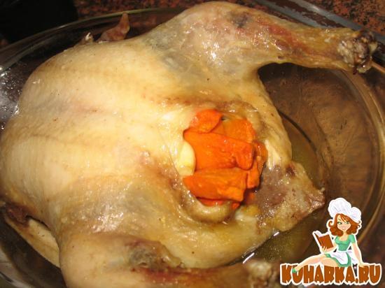 Рецепт Курица, начиненная морковью и чесноком