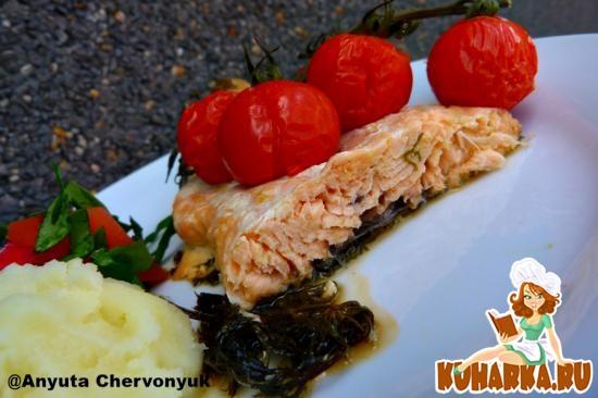 Рецепт Запечёный лосось с помидорами.